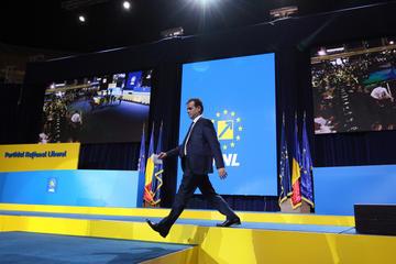 Ludovic Orban, attuale primo ministro rumeno espressione del PNL, manterrà l'incarico anche dopo le politiche del prossimo 6 dicembre? (© LCV/Shutterstock)
