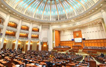 Seduta plenaria del parlamento rumeno, 2018 (© LCV/Shutterstock)