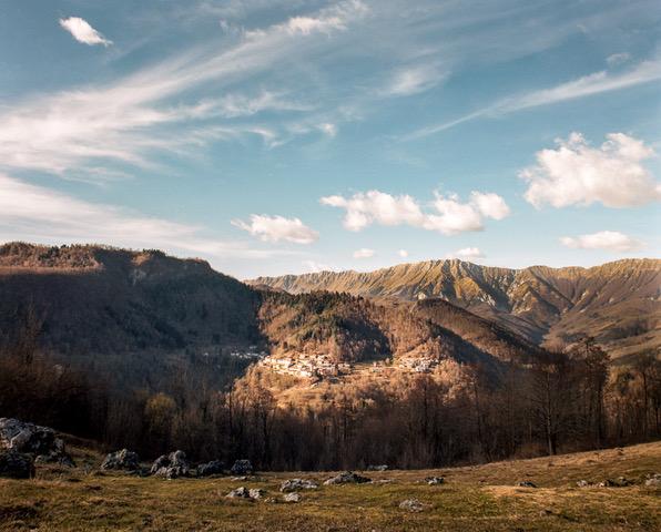 """چشم انداز کوه ، تصویر برگرفته از کتاب اسلاوانجه"""" - © Davide Degano"""