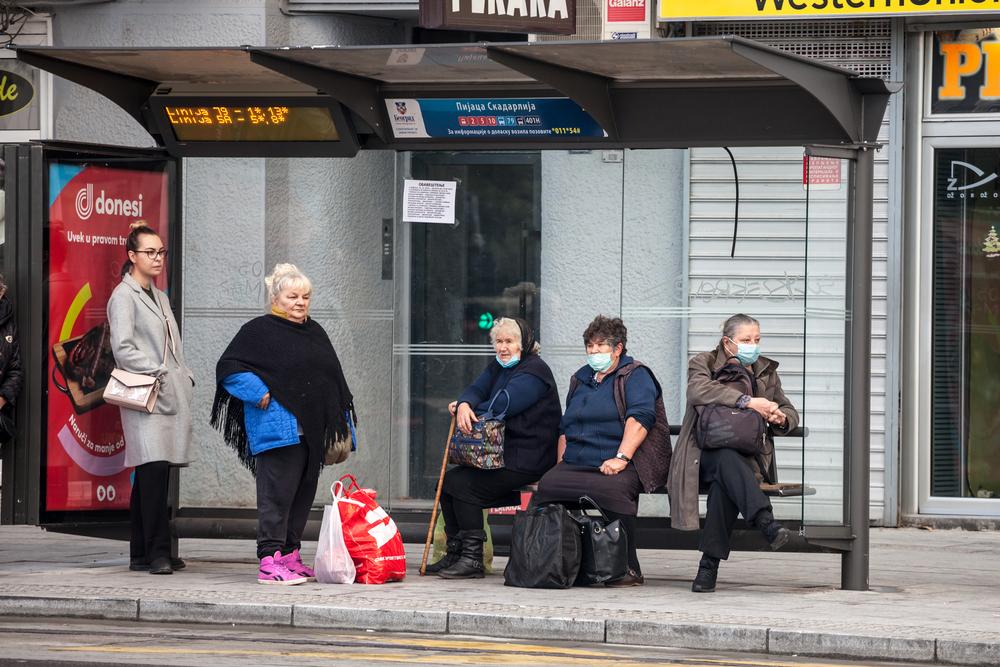 Ad una fermata dell'autobus a Belgrado - © BalkansCat/Shutterstock