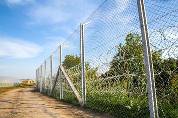 Parte del muro al confine tra Serbia ed Ungheria © Spectral-Design/Shutterstock