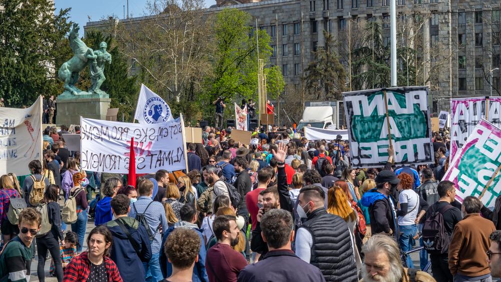 Tokom protesta u Beogradu 10. aprila  - foto © Stefan Milivojevic/Shutterstock