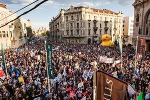 Immagini delle proteste a Belgrado [foto Ne da(vi)mo Beograd]