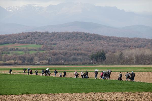 In marcia verso il campo di Idomeni (Foto La Veu del País Valencià, Flickr)