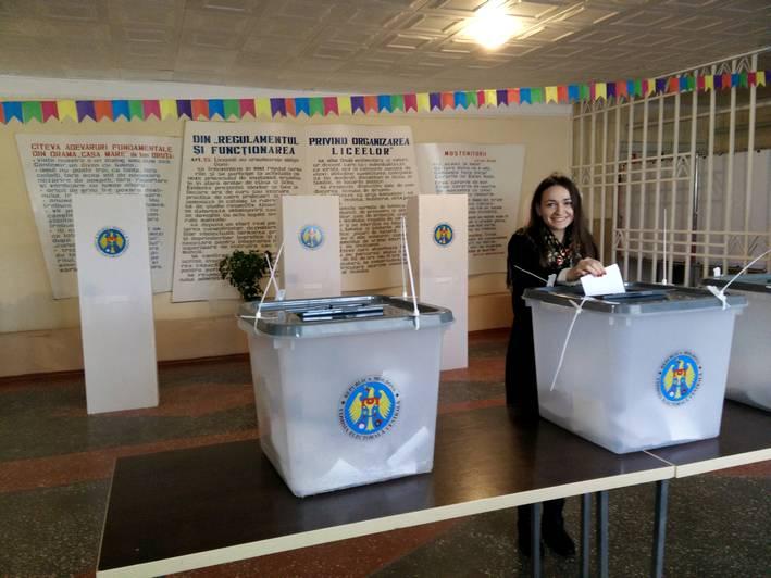 Voto al seggio di Chișinău  (foto P. Bergamaschi)