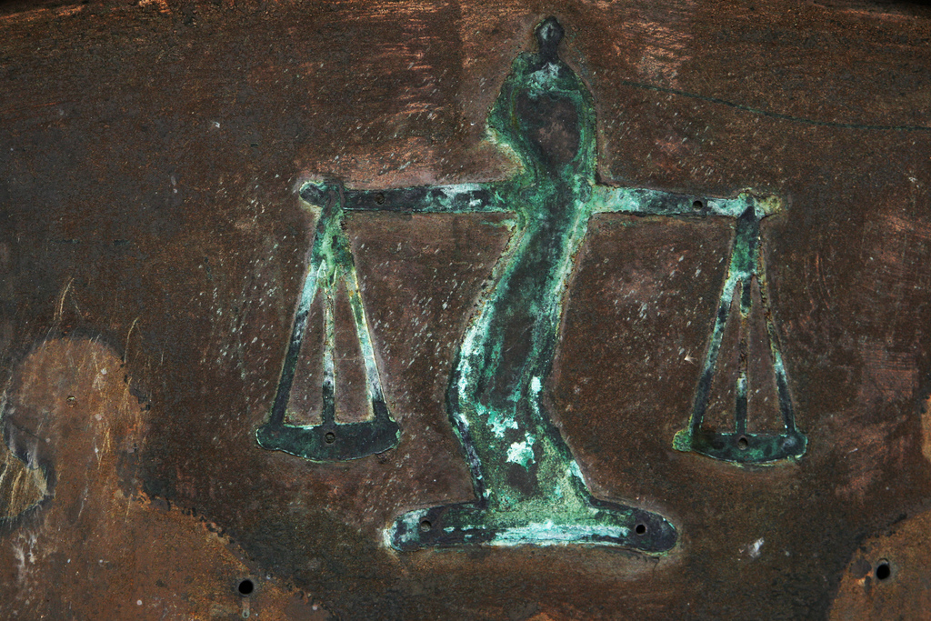 Giustizia deteriorata, foto Quinn Dombrowski - Flickr.jpg