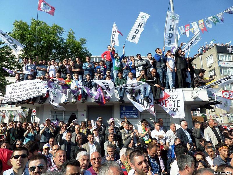 Campagna elettorale del partito HDP (foto wikimedia)