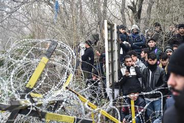 Migrants gather inside the buffer zone of the Turkey-Greece border, at Pazarkule, in Edirne district (© deepspace/Shutterstock)