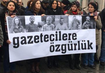 Turchia, manifestazioni per la liberazione dei sei giornalisti - Sujin Gazete.jpg