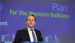 Il commissario per l'Allargamento UE Olivér Várhelyi presenta il pacchetto allargamento 2020 per i Balcani occidentali a Bruxelles - © Alexandros Michailidis/Shutterstock