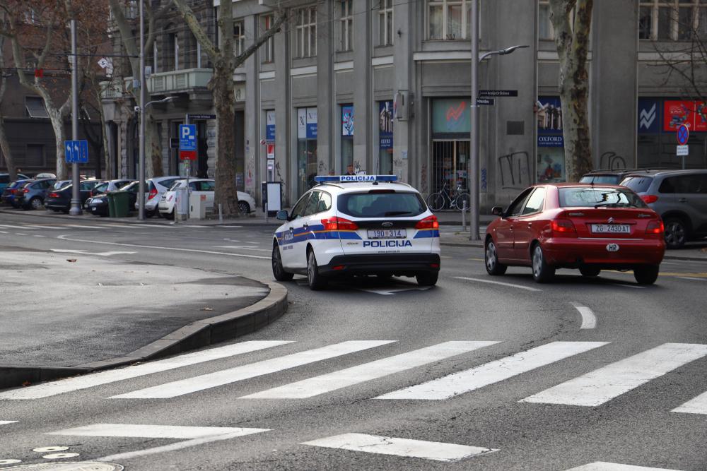 Un veicolo della polizia in centro a Zagabria - © Zoran Pajic/Shutterstock