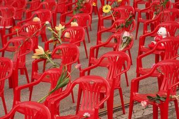 Sarajevo, le sedie rosse dei bambini - foto di M.Biava