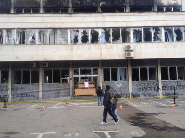 Tuzla, sede del Cantone dopo le proteste - foto di Stefano Giantin - Flickr.com.jpg