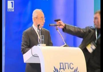 L'aggressione ad Ahmed Dogan, fermo immagine della tv pubblica bulgara