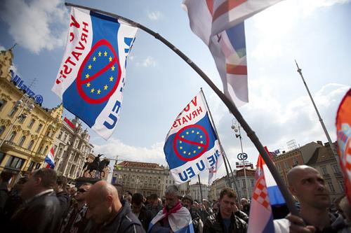 Manifestazioni di piazza a Zagabria dopo la sentenza Gotovina  (David Ozkoidi/flickr)