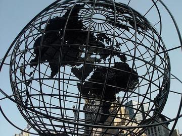 Globo terrestre, scultura