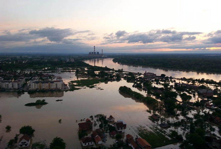 Obrenovac sommersa (foto ministero dell'Interno serbo)