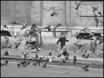Bambini e le loro ombre, foto di Auro - Flickr.com