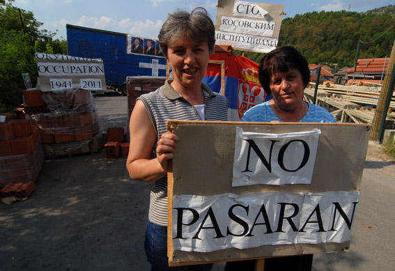 Sulle barricate in Kosovo del nord (foto © Livio Senigalliesi)