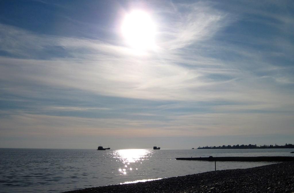 Navi al largo di Sukhumi