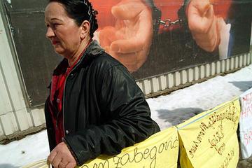 Manifestazione delle donne di Srebrenica a Tuzla (Foto Gughi Fassino)