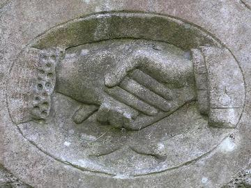 Hands clasped, foto di Leo Rynolds - Flickr.com