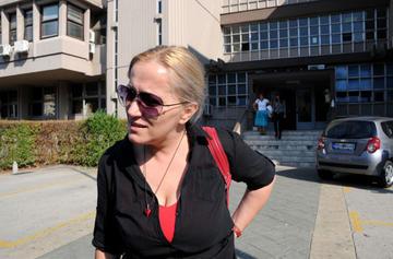 Olivera Lakić davanti alla redazione di Vijesti