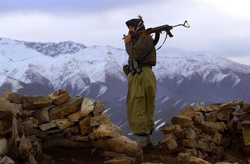 Guerrigliero curdo