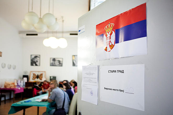 Durante le scorse elezioni in Serbia (foto di S. Longhi)
