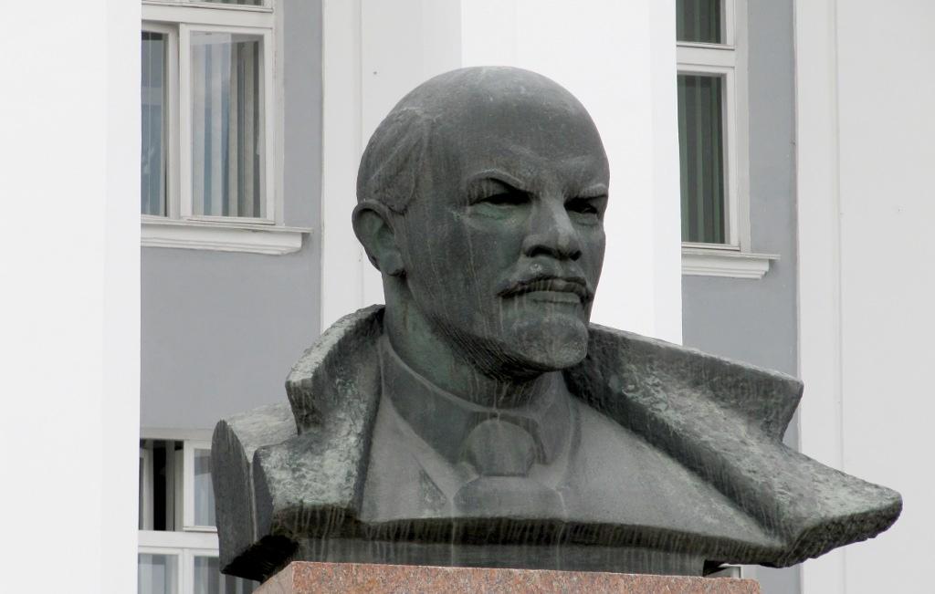 Busto di Lenin a Tiraspol (foto di Eliseo Bertolasi)