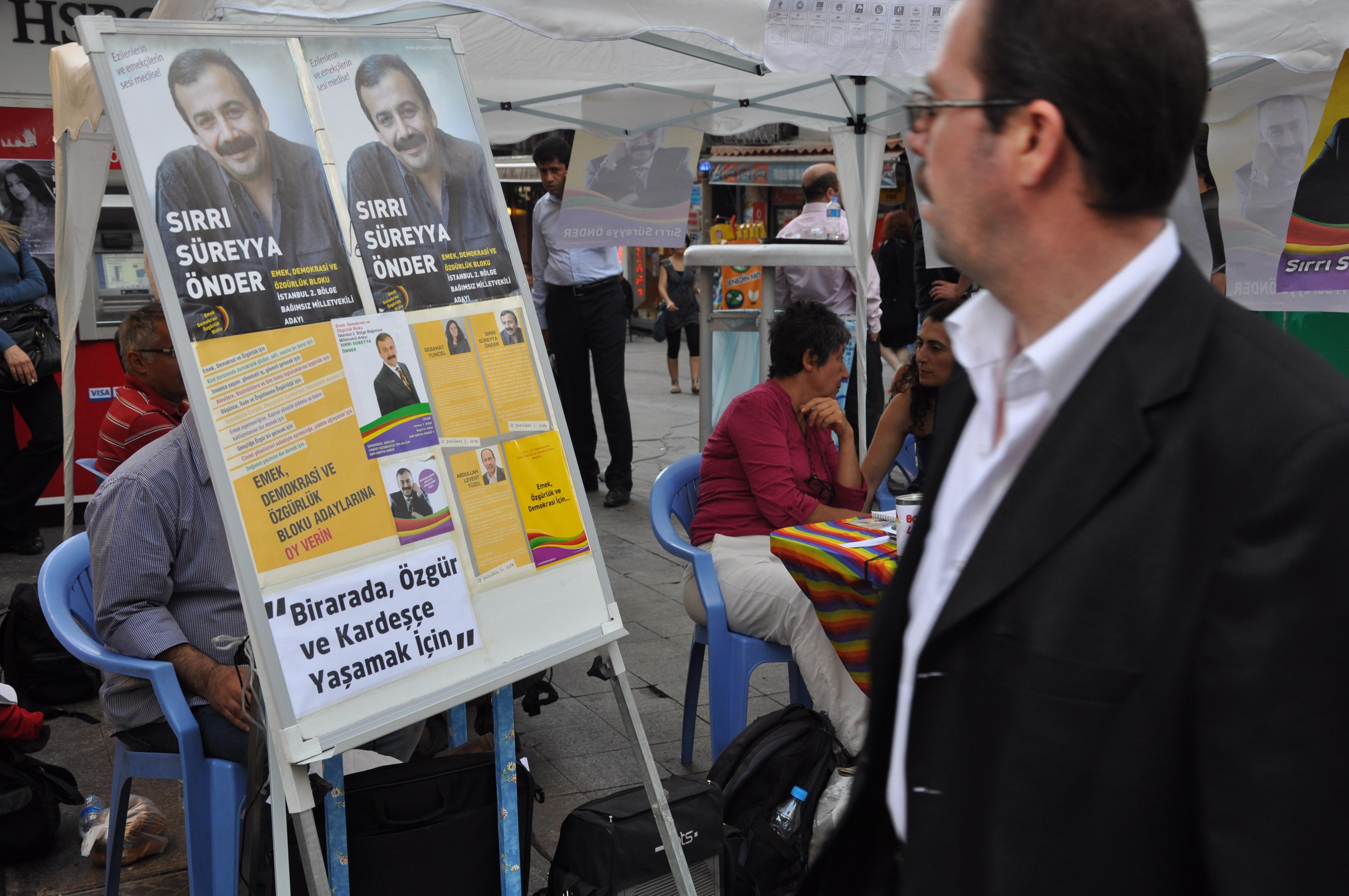 Manifesto elettorale di un candidato indipendente sostenuto dal BDP