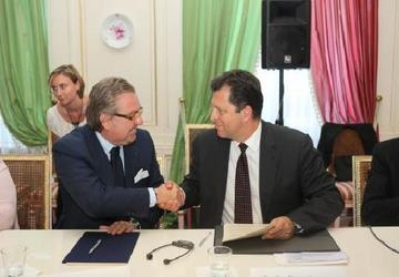 La firma dell'accordo Tra Confindustria Emillia Romagna e Tüsiad a Istanbul giugno 2011