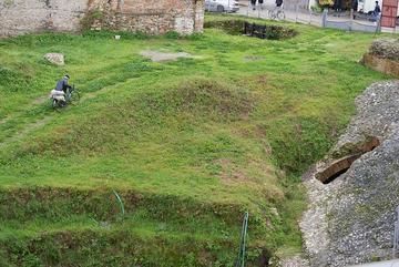 Passeggiata presso l'anfiteatro romano di Durazzo