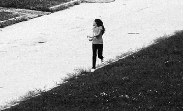 Bambina che corre, foto di Giacomo Cosua