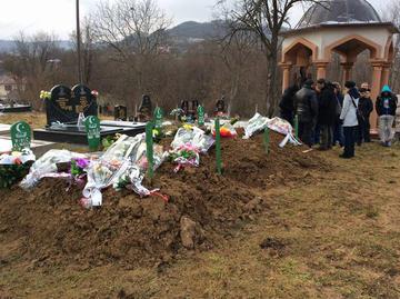 Tuzla, funerale delle sorelle di Zijo Ribić - foto Andrea Rizza, Fondazione Langer.jpg
