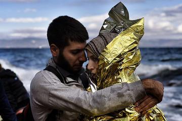 Coppia siriana arrivata a Lesbo, foto di Jordi Bernabeu Farrus - Flickr.com.jpg