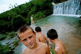 Bambini in Kossovo - Giuliano Matteucci