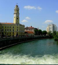 Il centro storico di Oradea, sul fiume Crişul Repede. In questa città del nord-ovest rumeno, al confine con l'Ungheria, è stato aperto il centro di eccellenza Nato per i servizi di sicurezza