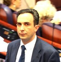 Shpend Ljushi, docente all'università di Tetovo, ritenuto vicino al Partito Democratico degli Albanesi (DPA). E' lui che ha rivelato i tre files dello scandalo (vest)