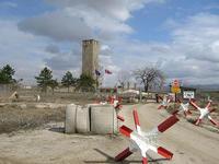 """La torre di pietra di Kosovo Polje oggi. Qui nel 600° anniversario della battaglia-simbolo contro gli ottomani, Milosevic radunò un milione di persone per un infiammato discorso revanscista, in cui """"non escluse altre battaglie armate"""" per edificare la Grande Serbia. Il raduno del 1989 segnò il conto alla rovescia per la guerra in ex-Jugoslavia (mamona/Flickr)"""