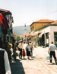 Una via del centro storico di Skopje (HappyTellus /Flickr)