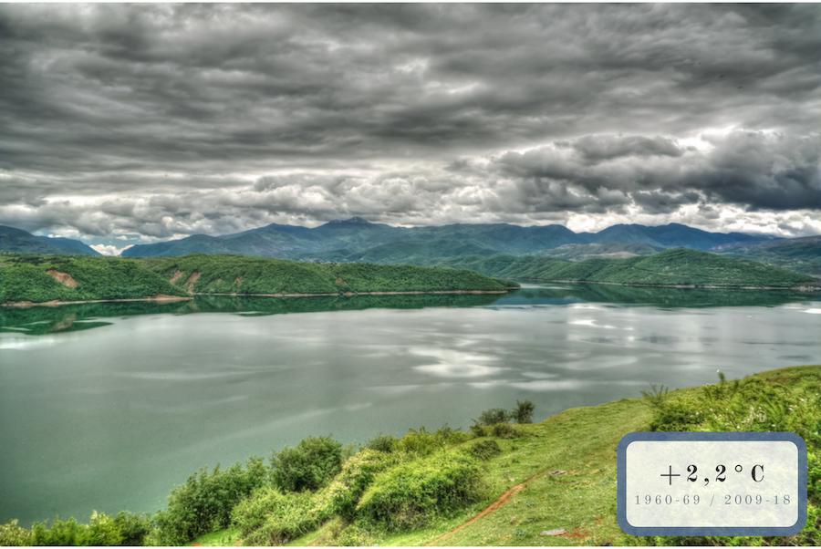 lago e montagne sullo sfondo