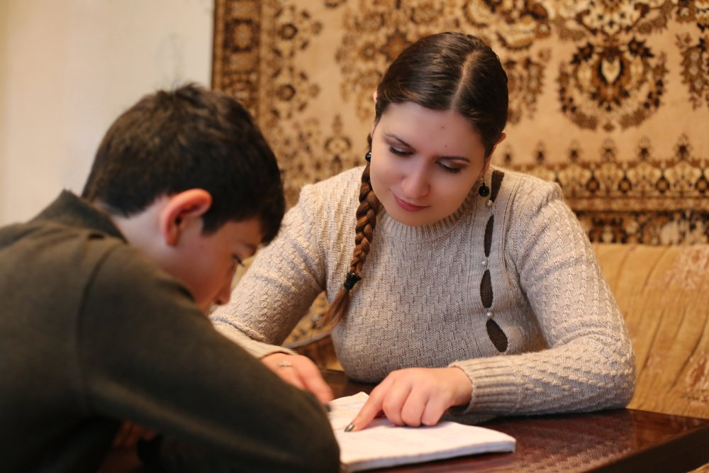 Alina gives private lessons in English and Russian. She receives her pupils at home - Armine Avetisyan