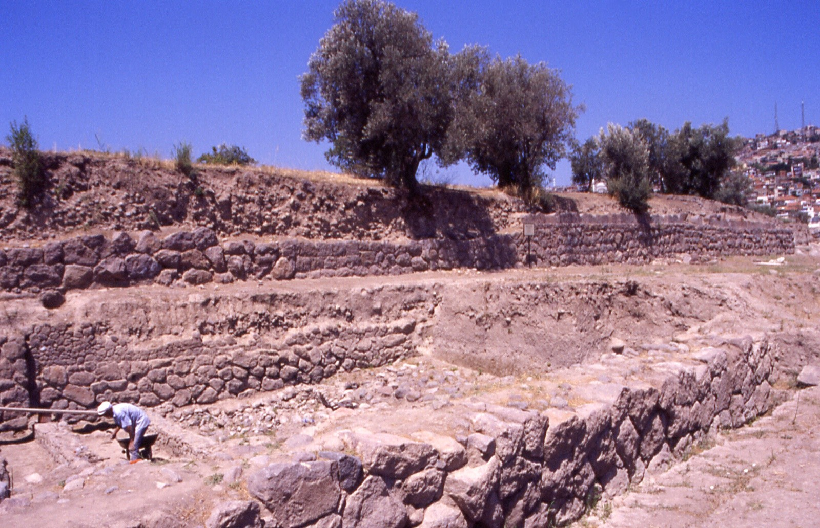Ancient Izmir, walls of the archaic polis - Photo by F. Polacco
