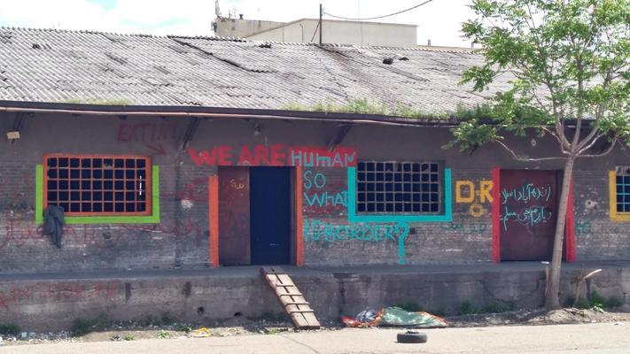 Le baracche dietro la stazionedi Belgrado (foto S. Maraone)