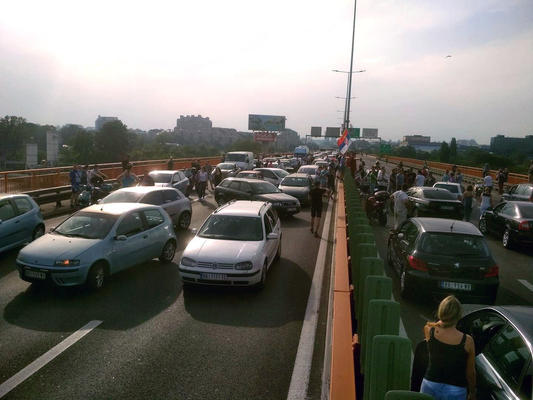 Blocco stradale sul ponte Gazela (foto Beta)