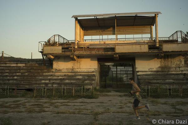 Il vecchio stadio repubblicano da 8000 posti di Nisporeni, adiacente al nuovo campo sintetico (foto C. Dazi)