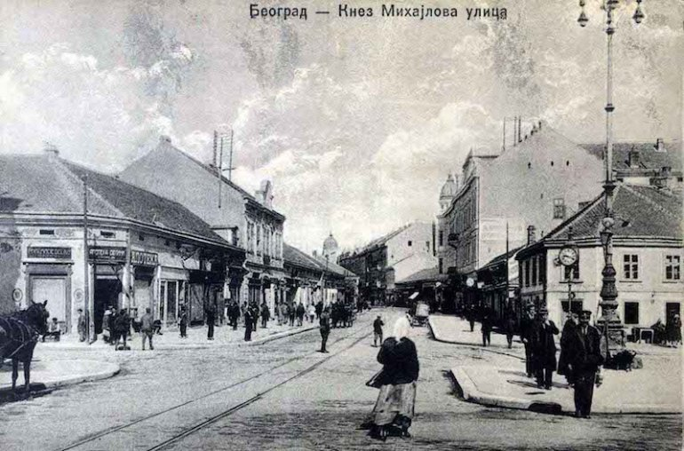 Cartolina d'epoca del 1920 che raffigura la via centrale Knez Mihailova a Belgrado