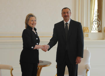 Hillary Clinton and Ilham Aliyev in Baku