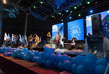 Several well-know Georgian bands performed at the civil society organised events while video addresses from public figures were shown in-between on screens behind the stage. (Photo by O. Krikorian)